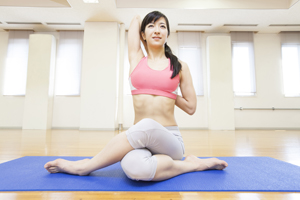 瑜伽减肥操怎么做(细一圈减肥聚集营)