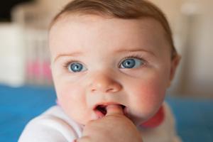 小孩流鼻涕的原因
