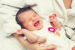 宝宝头发稀少正常吗