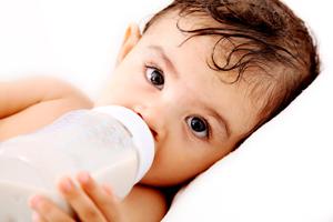 2个月宝宝吃奶量