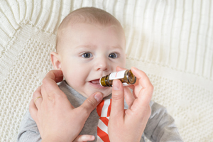 宝宝脸上一团一团白的是什么