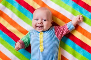 嬰兒耳朵進水怎么處理