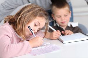 8岁小孩赖尿是什么原因
