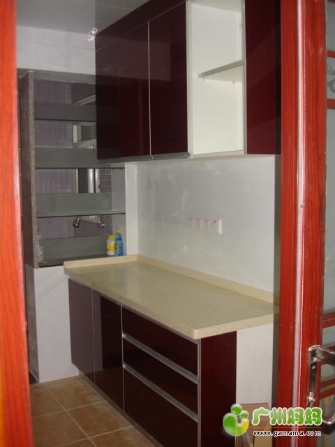 右侧的厨柜