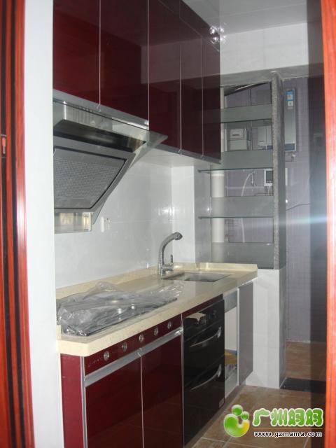 左侧的厨柜