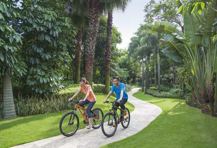 Cycling in Lush Garden 花园绿道.jpg