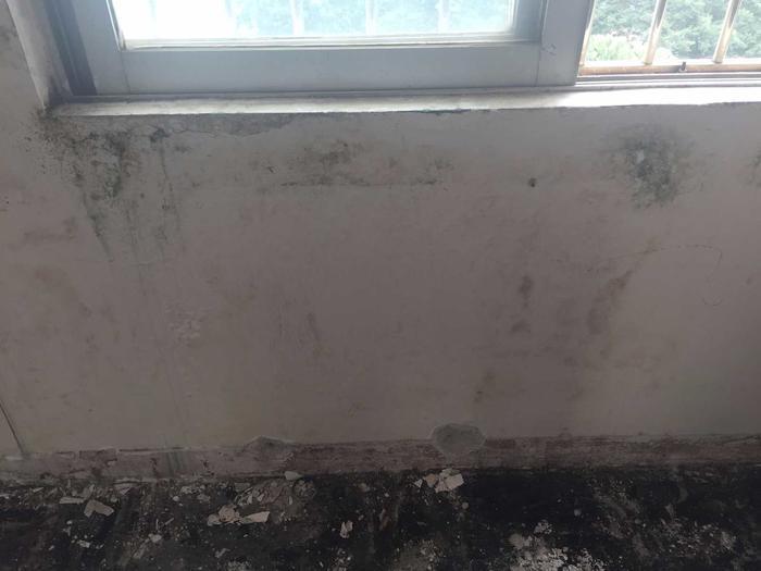 平窗窗台渗漏 (2).JPG