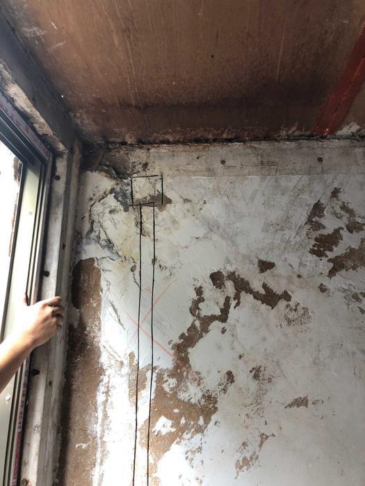 加建的阳台屋面板渗水.jpg