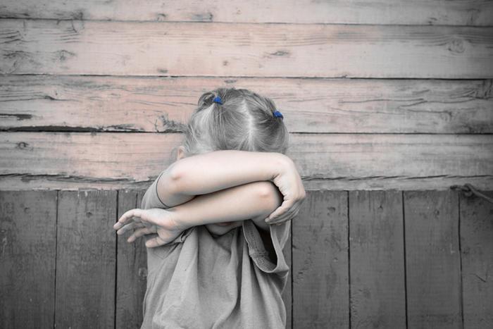 84432499-孩子 哭泣 指责.jpg