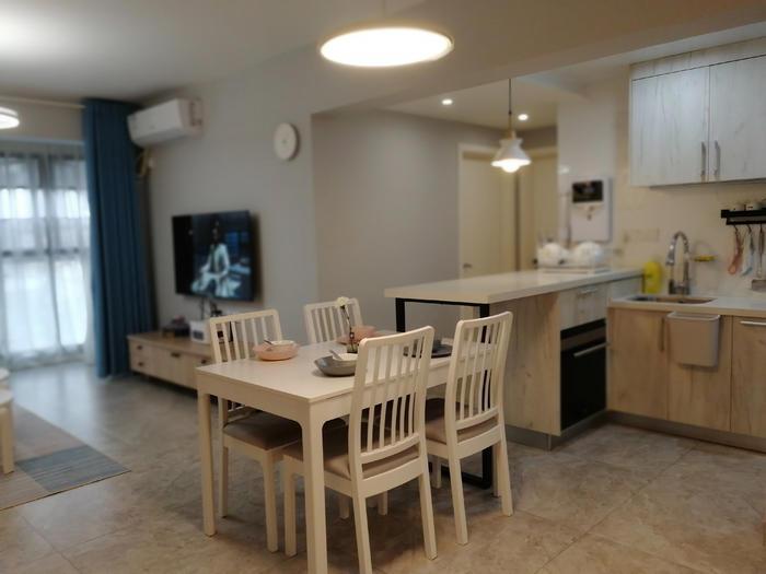 4开放式厨房连餐桌.jpg