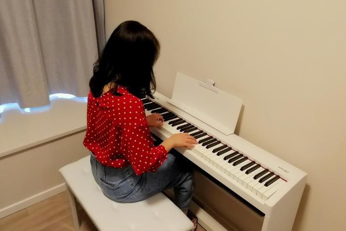 20练琴的人3.jpg