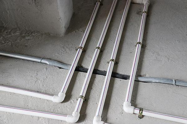 燃气管与水管.jpg