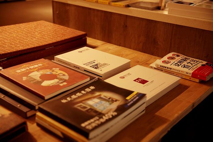 设计-看书.jpg