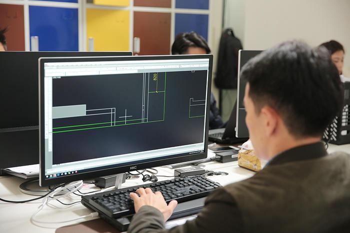 设计师-画图.jpg