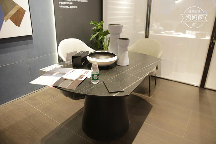 岩板-餐桌.jpg