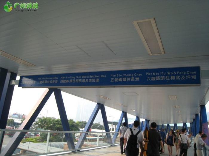 中环通往码头的天桥.jpg