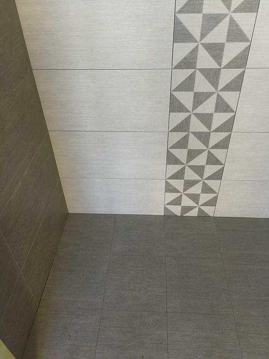 卫生间瓷砖.jpg