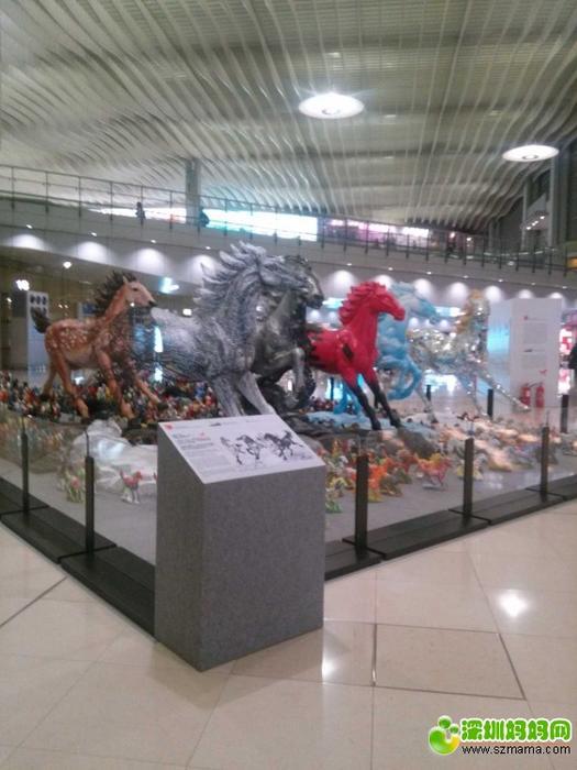 香港机场的万马奔腾!
