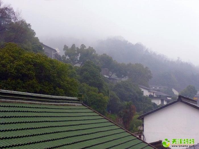 滿覺隴天窗看到的山景.jpg