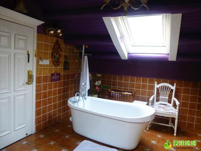 天窗下的浴缸.jpg