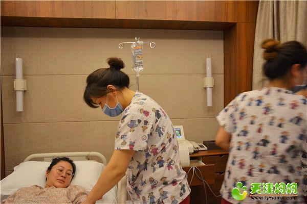 10-护士滴催产素.jpg