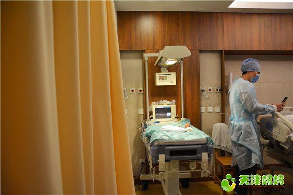 22-新生儿辐射台预热,准备工作啦.jpg