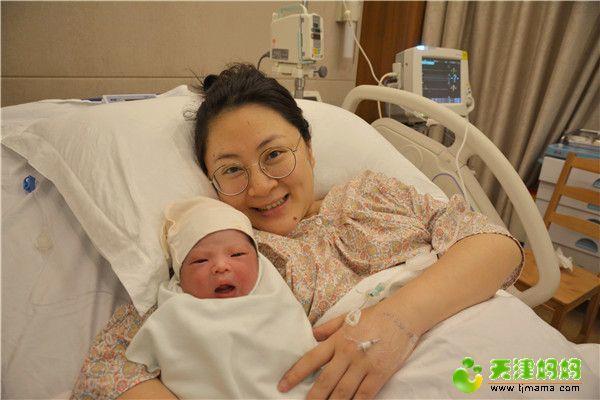 36-宝宝和妈妈的合影.jpg